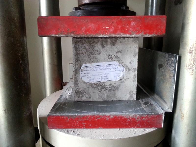 thí nghiệm nén mẫu bê tông